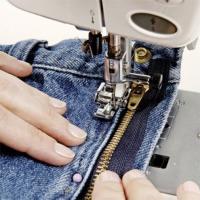 Ремонт джинс и джинсовый изделий.Штуковка,штопка,декорирование,замена молний.Кнопки,клепки,люверсы. <nobr>от 100 руб</nobr>